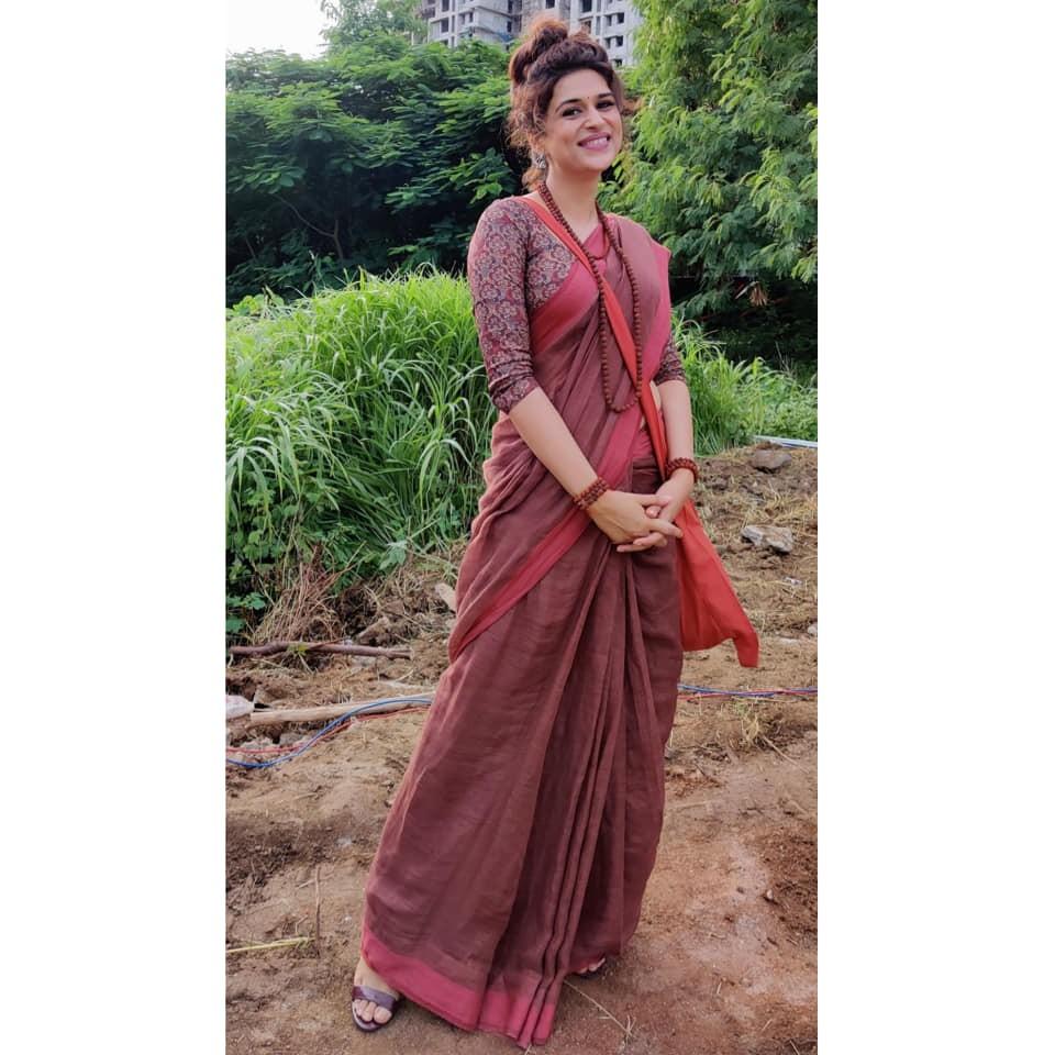 Shraddha Das in a brick red saree for Ek mini katha show-2