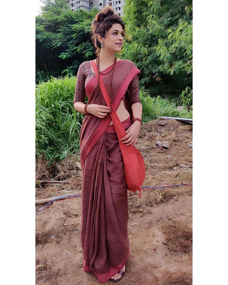 Shraddha Das in a brick red saree for Ek mini katha show