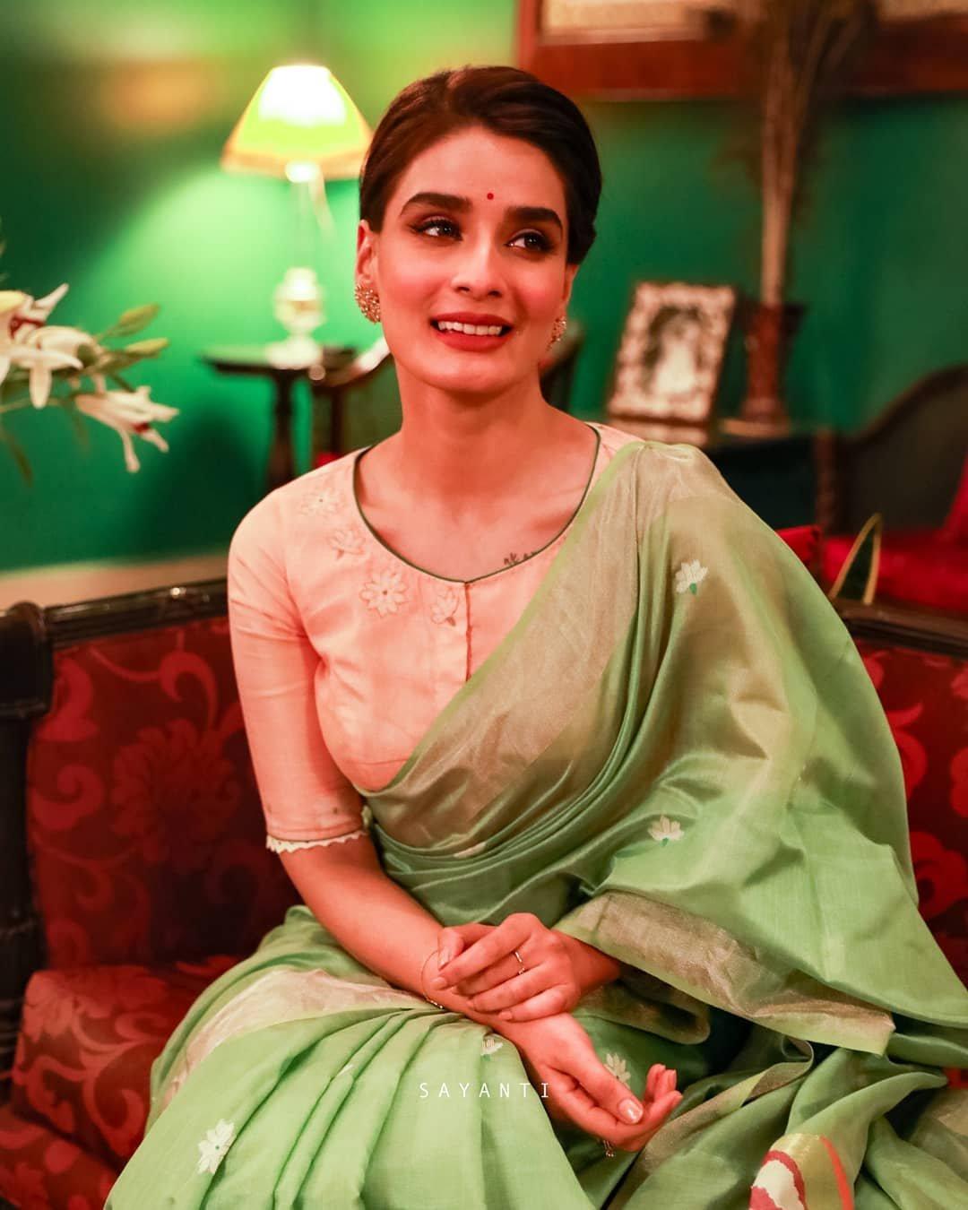 Silk jamdani bridal blouse-Sayanti Ghosh