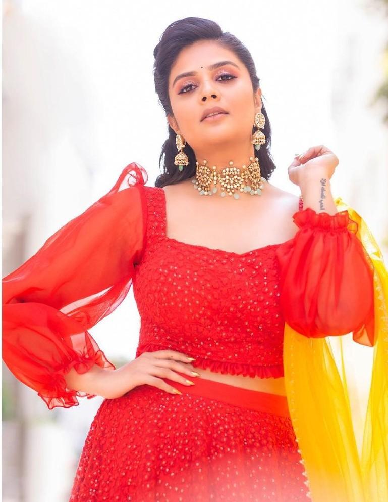 Sreemukhi in a red lehenga set by Rekha's Couture for zee mahotsavam-4