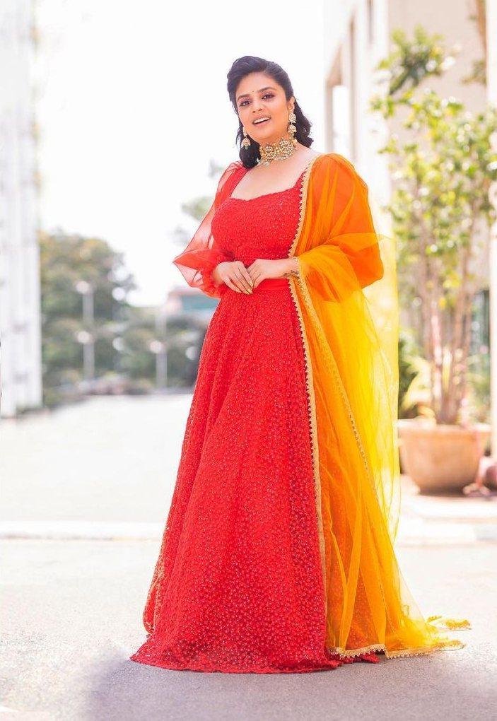 Sreemukhi in a red lehenga set by Rekha's Couture for zee mahotsavam