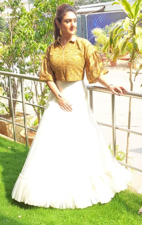 Sridevi Vijaykumar in a skirt-crop top by Endless knot for comedy stars2
