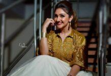Sridevi Vijaykumar in a skirt-crop top by Endless knot for comedy stars4