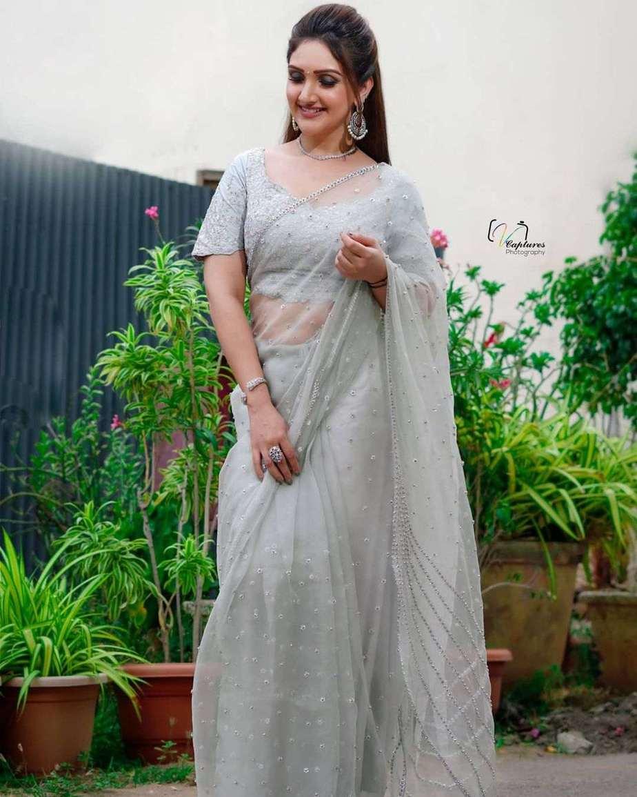 Sridevi Vijaykumar in a white saree by Mugdha art studio for comedy stars