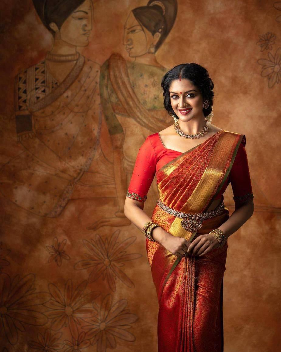 Vimala Raman in red kanchi saree by Anya Boutique-4