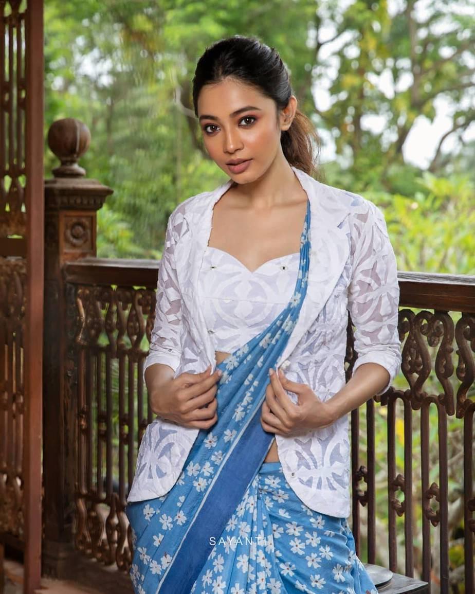 blue shueli flower saree-Sayanti Ghosh-2