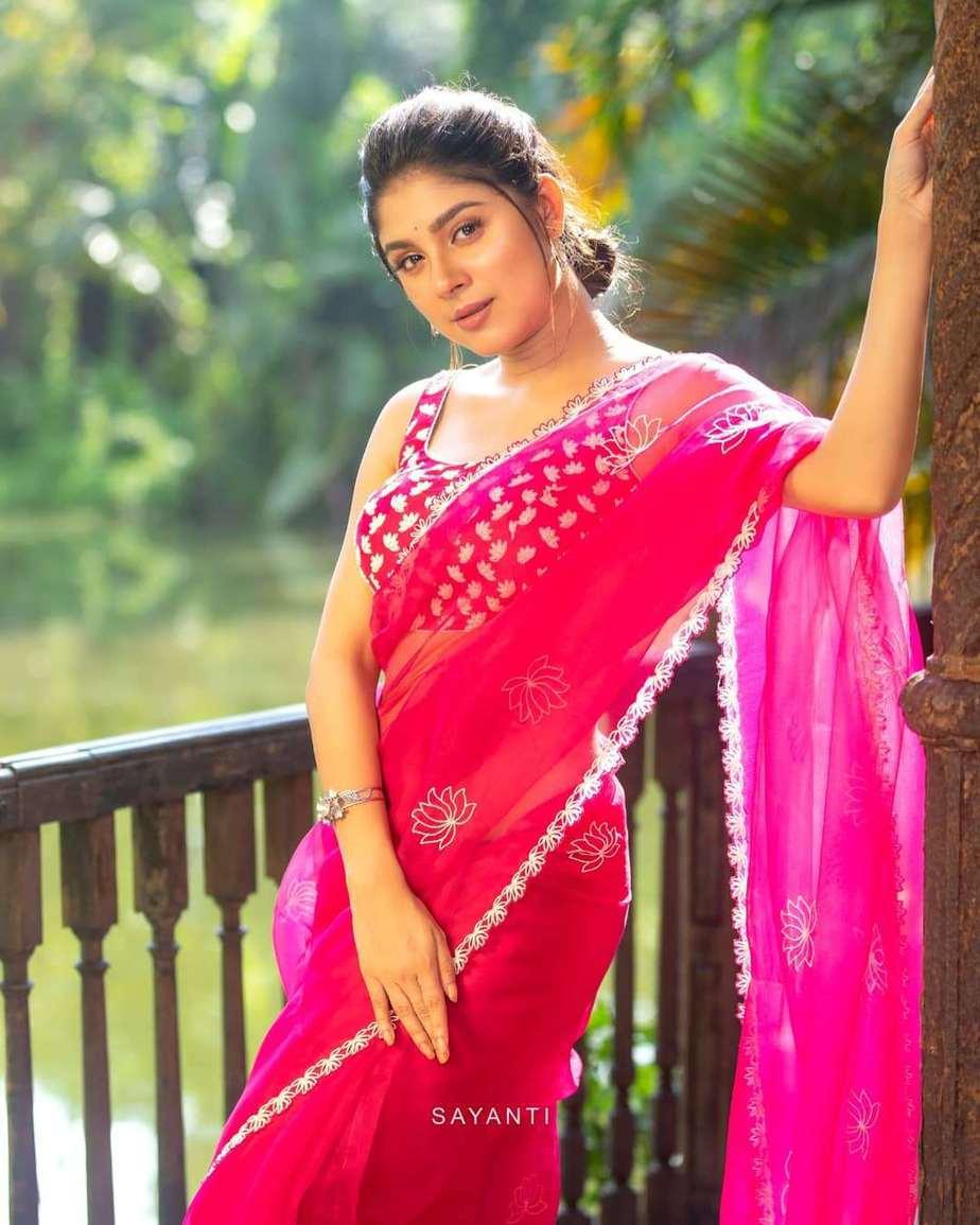 lotus motif pink saree by Sayanti ghosh