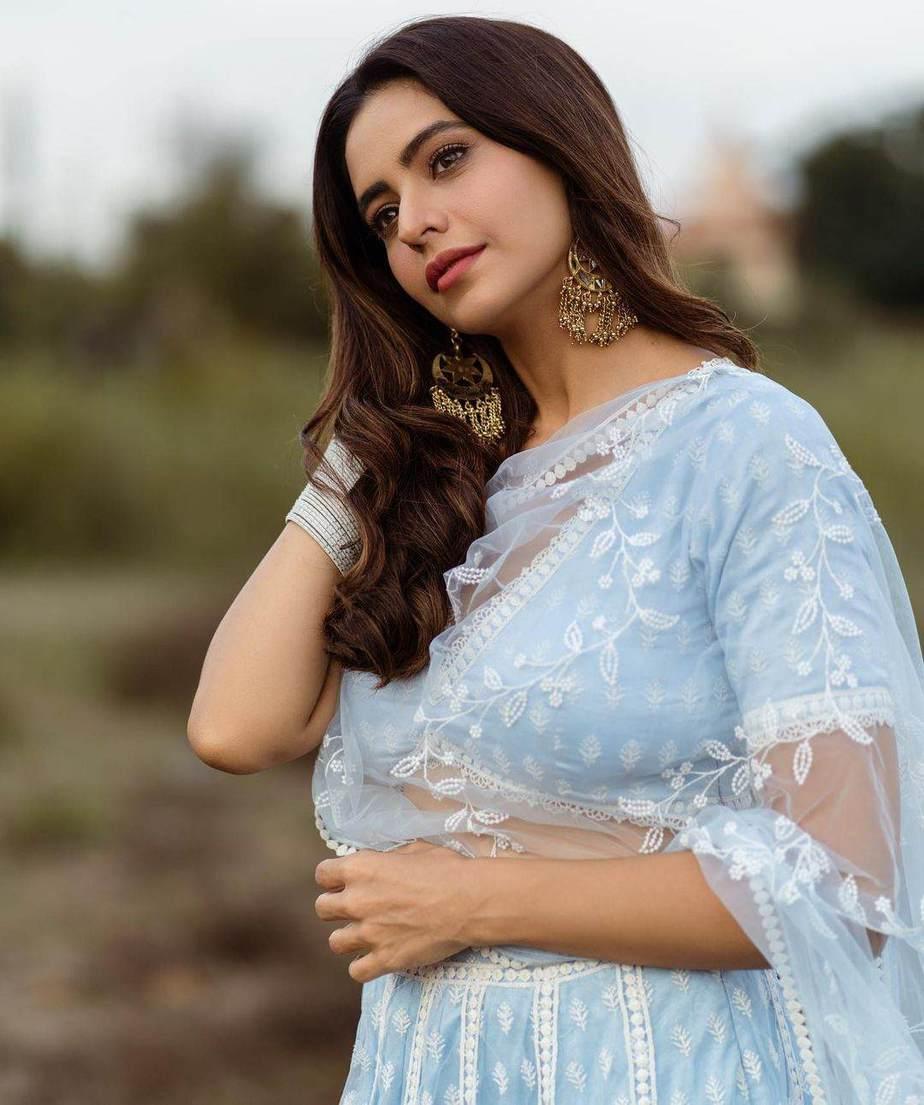 Aamna sharif in a mulmul light blue lehenga-1