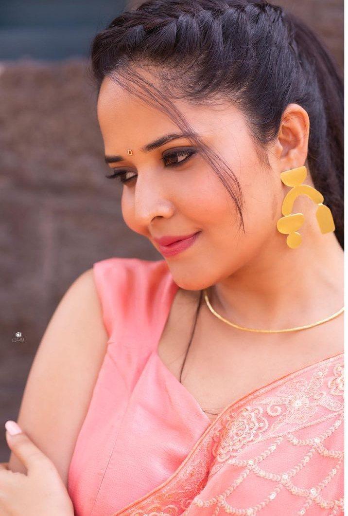 Anasuya Bharadwaj in peach saree by vaasavi label for jabardasth-4