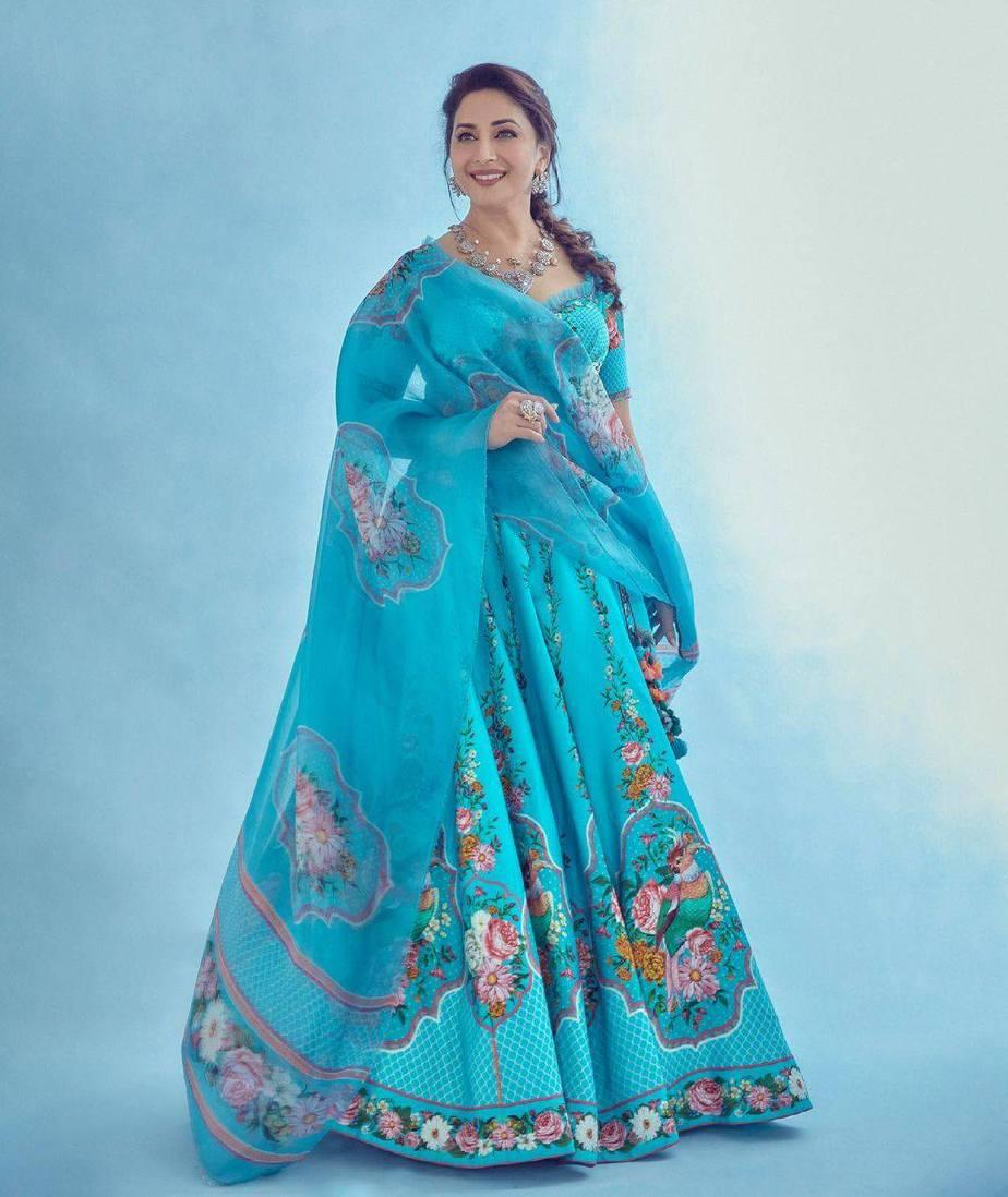 Madhuri Dixit in blue torani lehenga for dance deewane-1