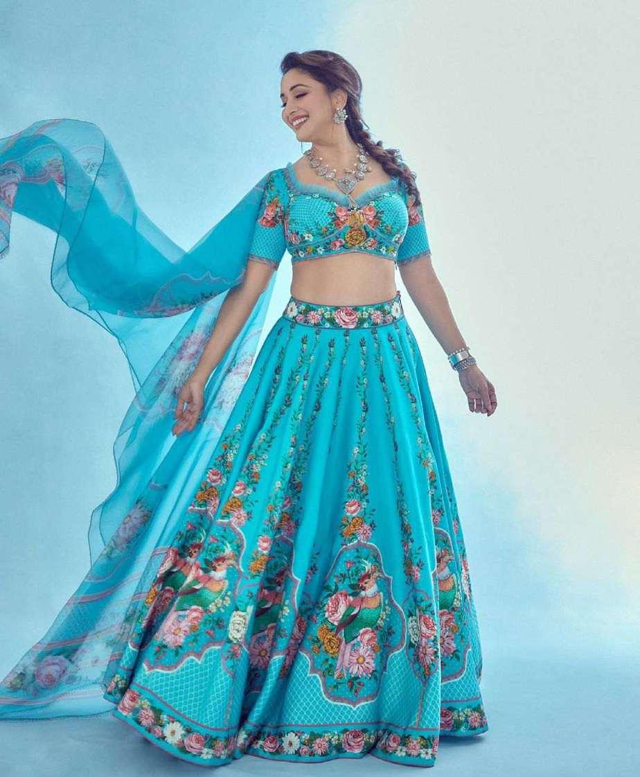 Madhuri Dixit in blue torani lehenga for dance deewane-3