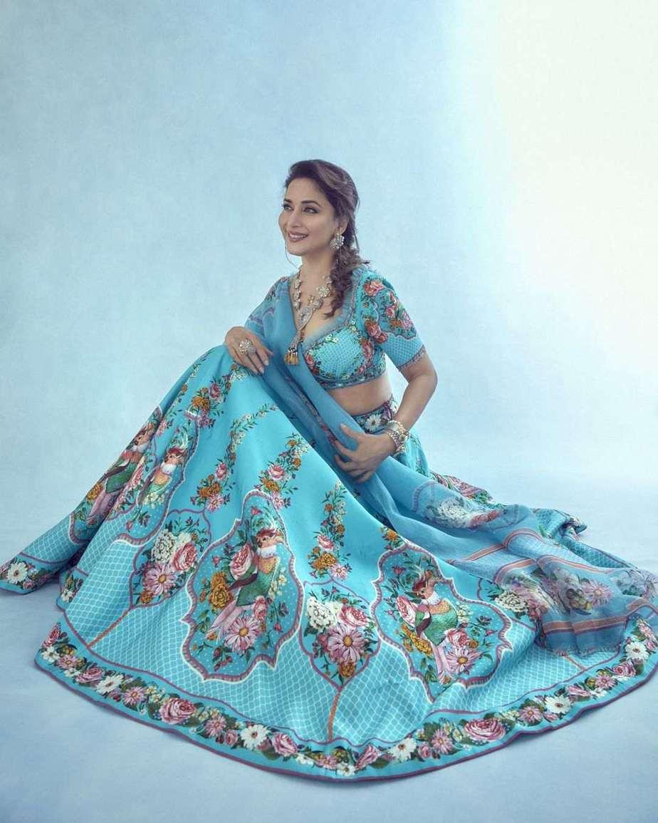 Madhuri Dixit in blue torani lehenga for dance deewane