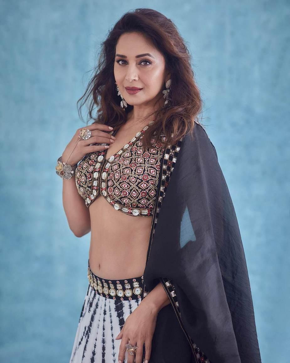 Madhuri Dixit in reeti arneja black-white lehenga for dance dewane-2
