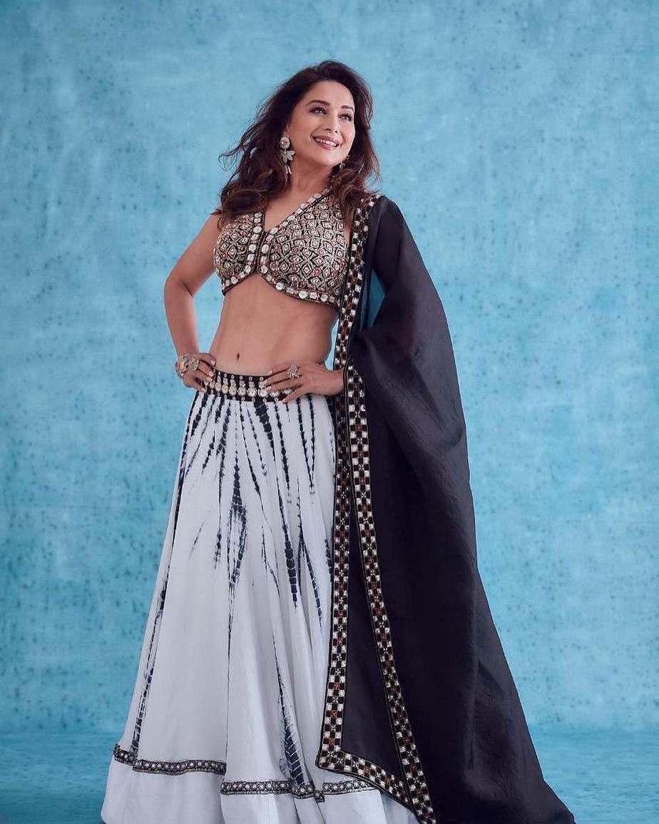 Madhuri Dixit in reeti arneja black-white lehenga for dance dewane-3