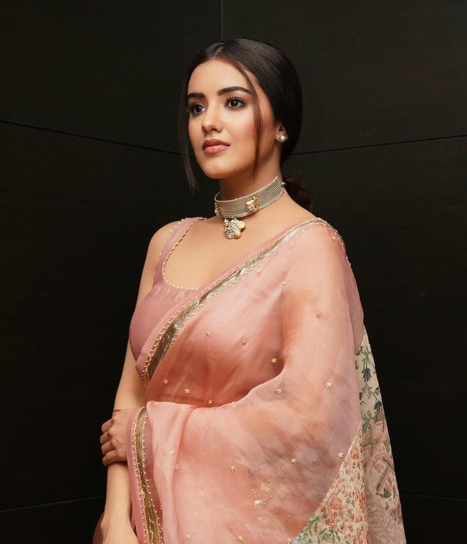 Malavika Sharma in pastel saree by Deepthee-3