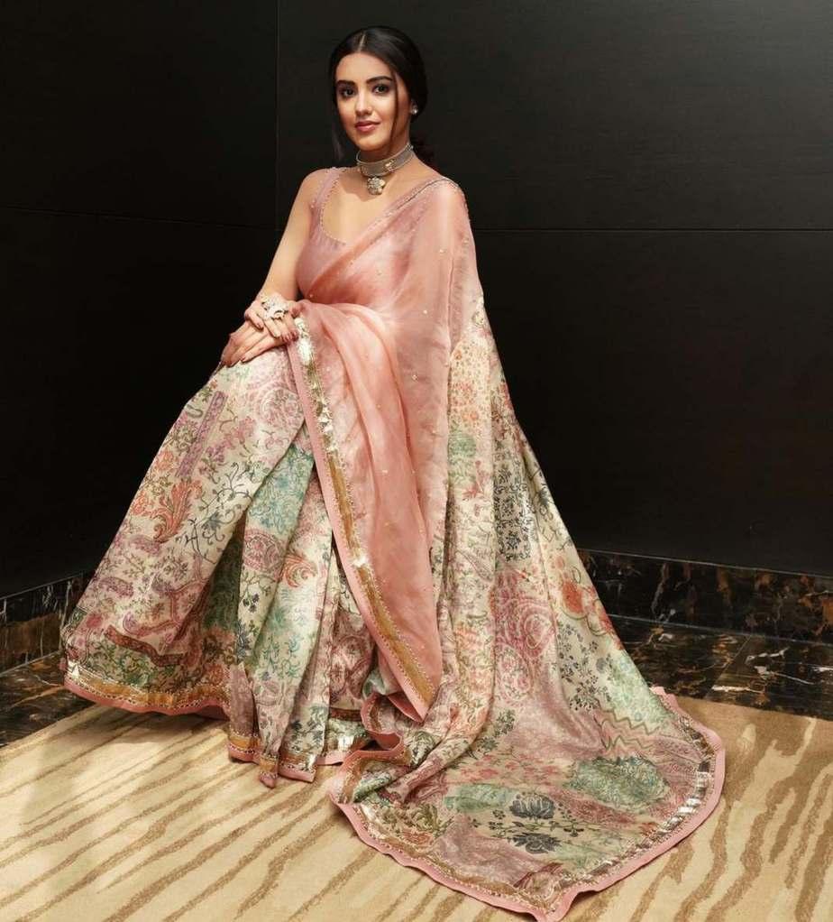 Malavika Sharma in pastel saree by Deepthee