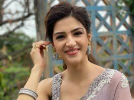 Mehreen Pirzada in a roze saree