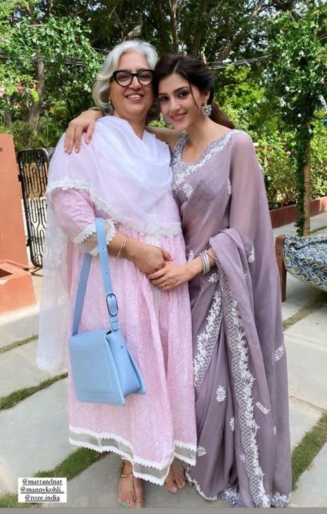 Mehreen Pirzada in a roze saree-4