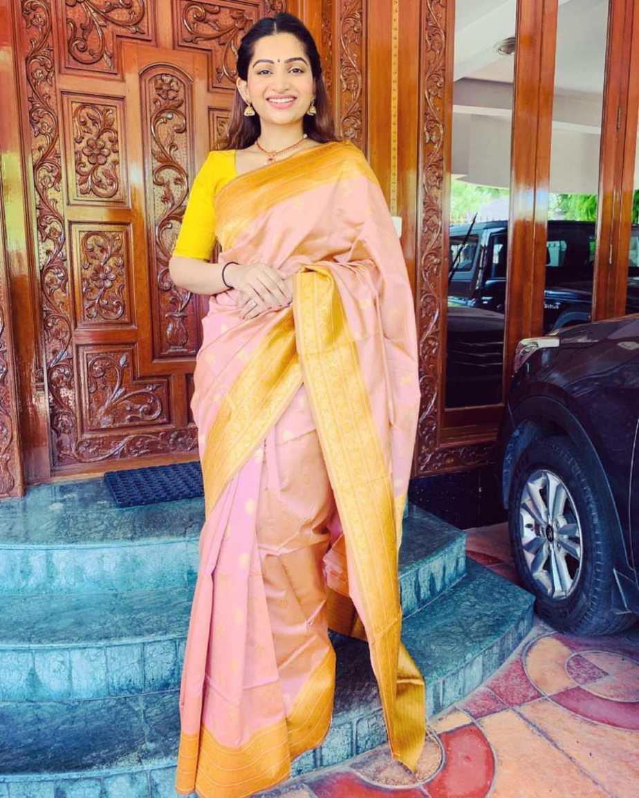 Nakshathra Nagesh in the apparel stores saree-1