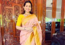Nakshathra Nagesh in the apparel stores saree-2