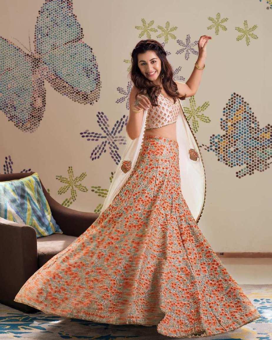 Nikki galrani in tifara and sva couture lehnga cape set-2