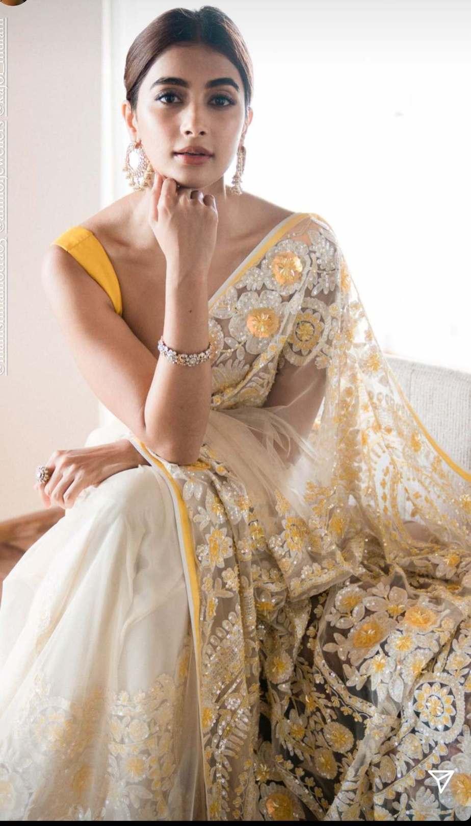 Pooja Hegde in a manish malhotra saree-1