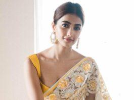 Pooja Hegde in a manish malhotra saree-2