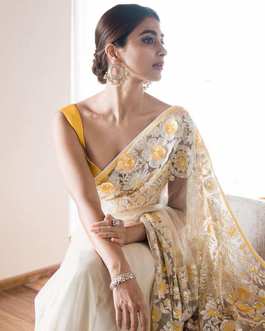 Pooja Hegde in a manish malhotra saree-3