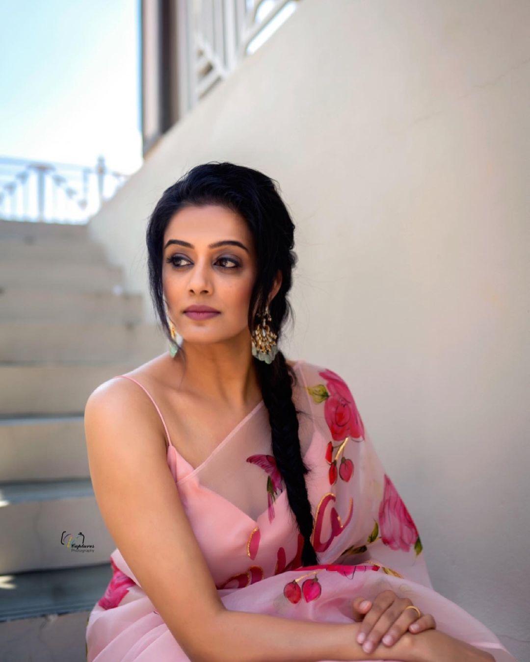 Priya mani raj in picchika saree for dhee kings-3