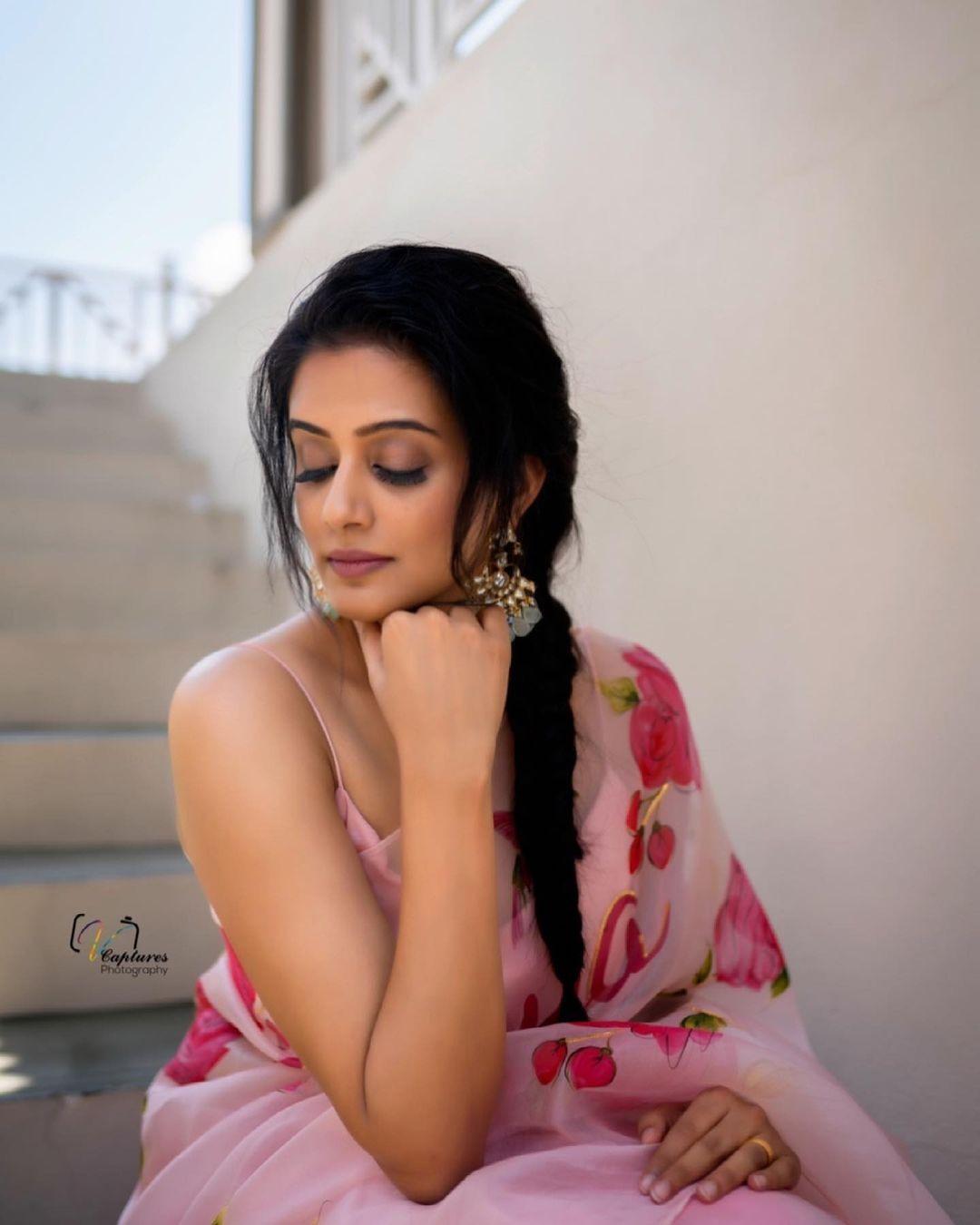 Priya mani raj in picchika saree for dhee kings-4