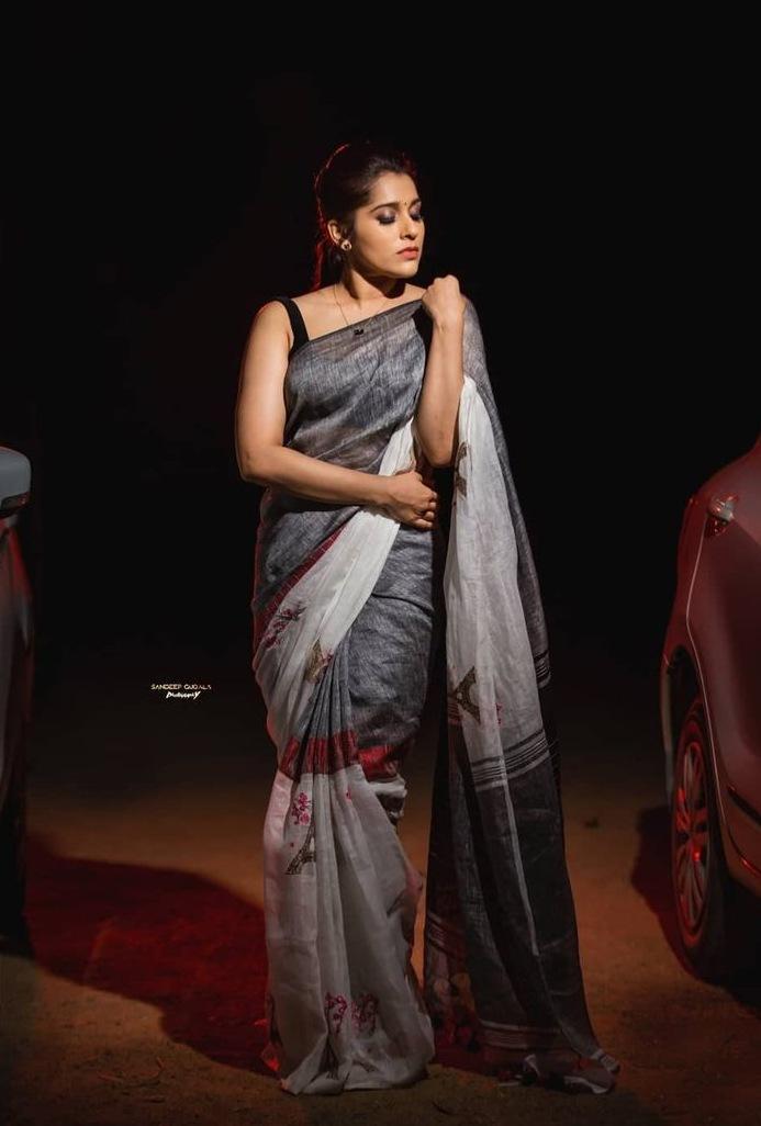 Rashmi Gautam in the linen store saree for dhee kings