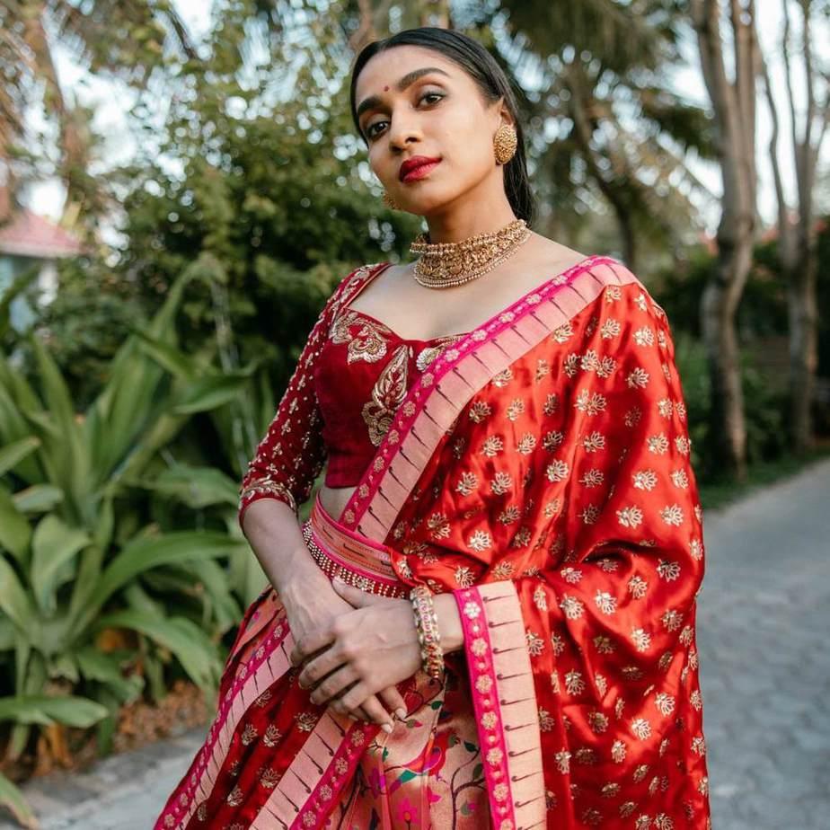 Red paithani half saree with belt by studio 149