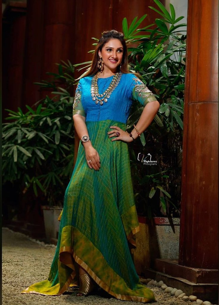 Sridevi vijaykumar in endless knot anarkali for comedy stars-1