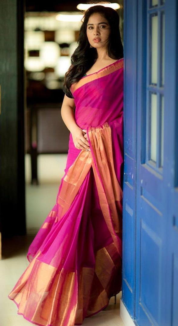 Srushti Dange in a pink saree by Unnati silks-1