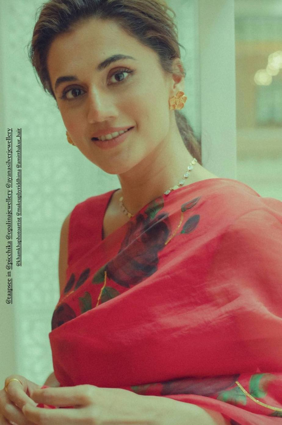 Tapsee pannu in pichikka saree for hassen dilruba promotions-3