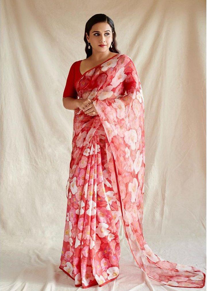 Vidya Balan in a red raw Mango saree for Sherni promotions-2