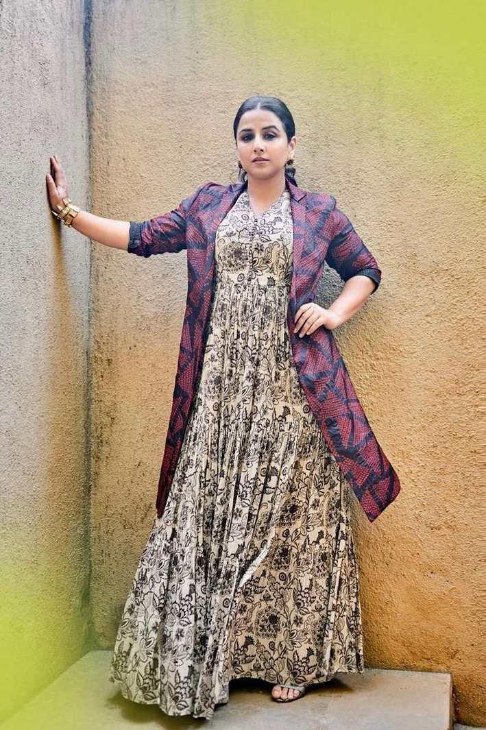Vidya Balan in label anushree maxi dress for sherni promotions-1