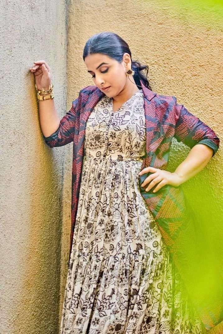 Vidya Balan in label anushree maxi dress for sherni promotions-2