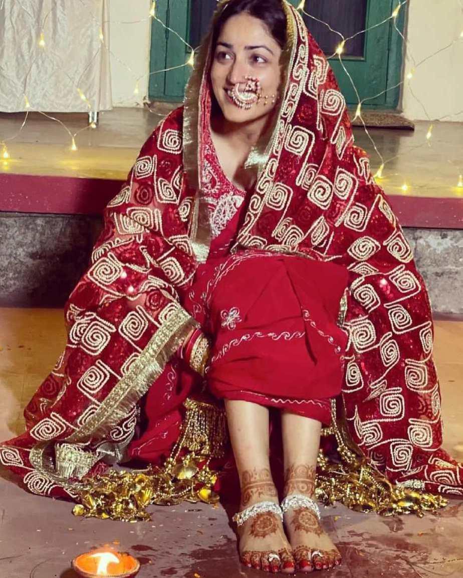 Yami Gautam in red saree at her pre wedding puja-1