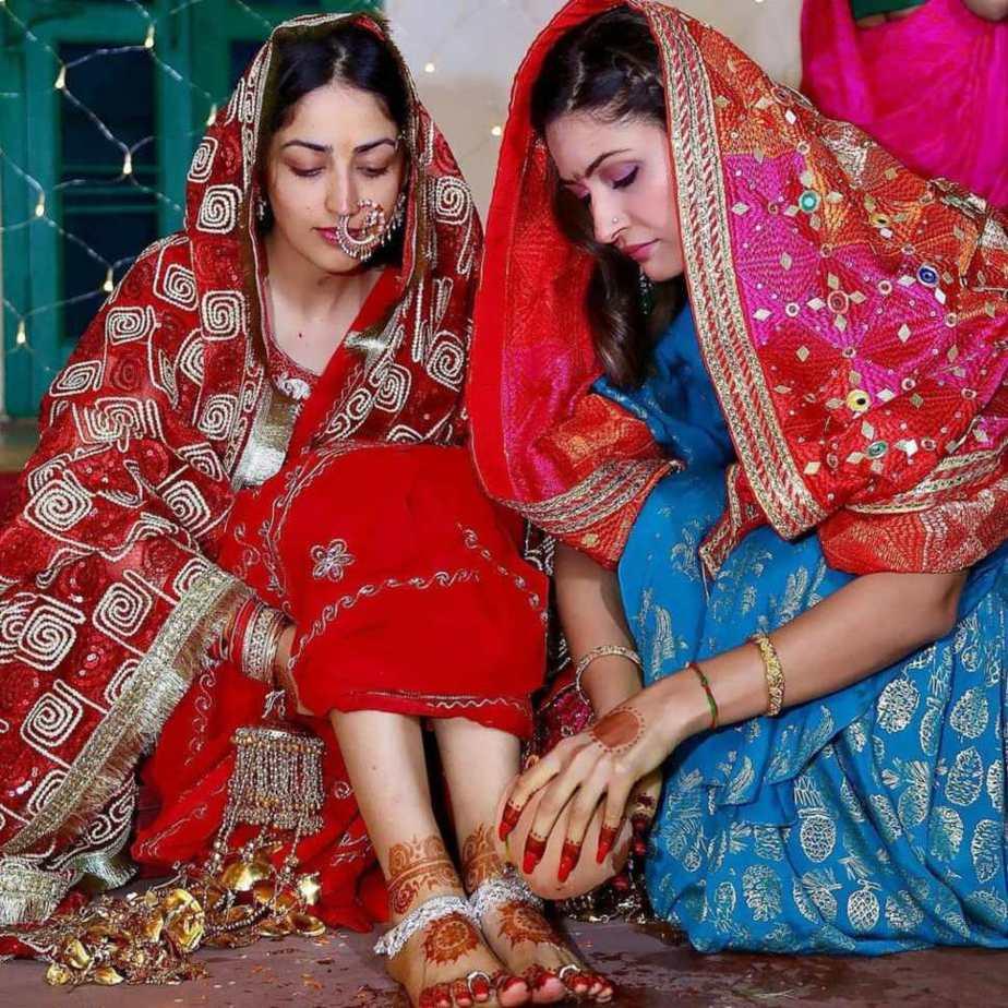 Yami Gautam in red saree at her pre wedding puja-2