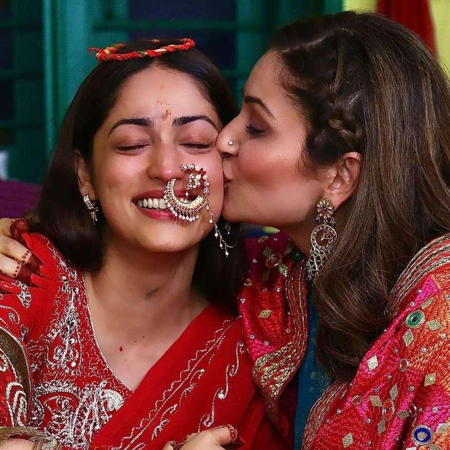 Yami Gautam in red saree at her pre wedding puja-3