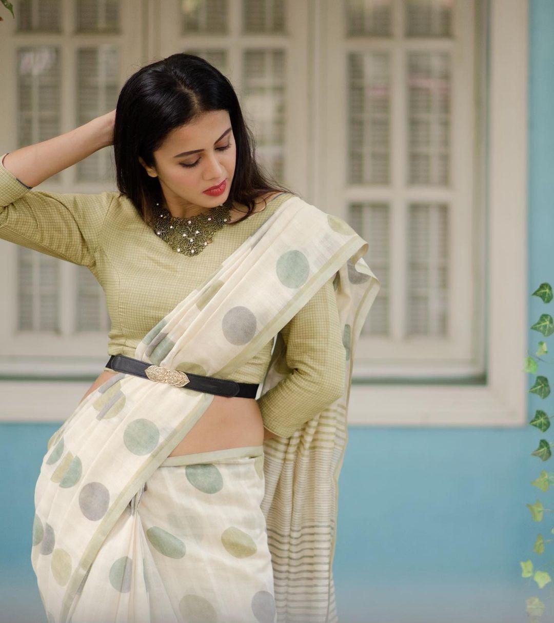 anjana Rangan in a white dotted saree-1