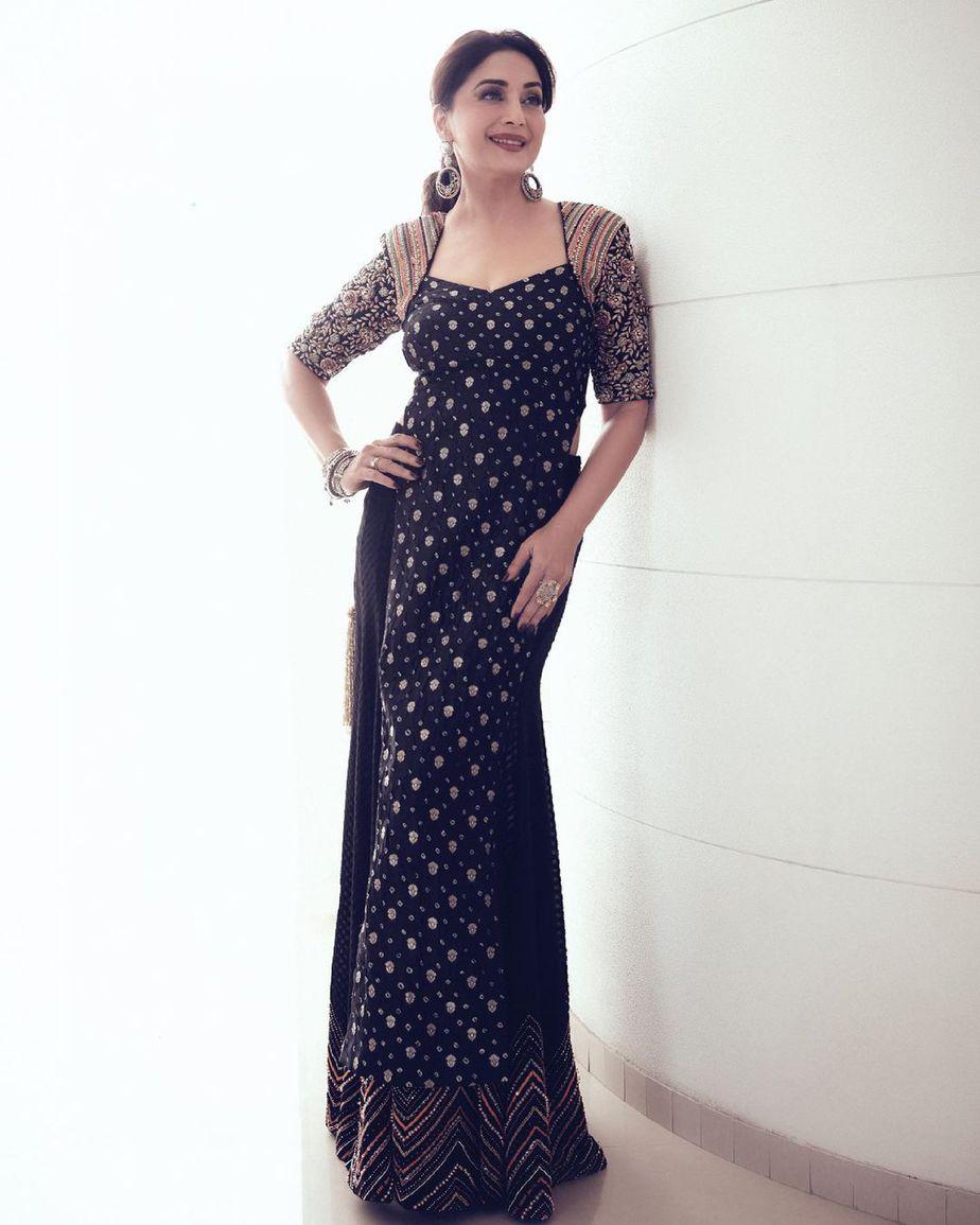 madhuri Dixit in black qbik skirt set for dance deewane-1