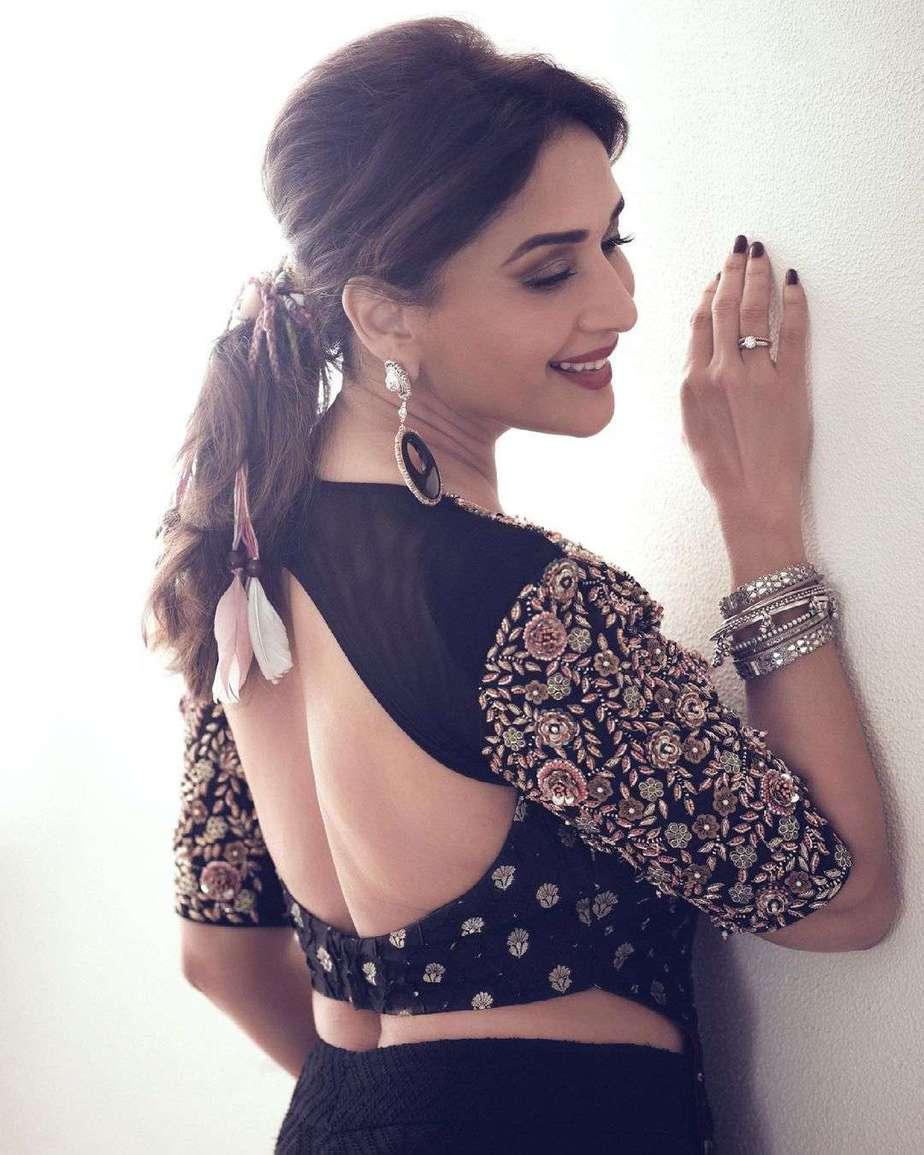madhuri Dixit in black qbik skirt set for dance deewane-3