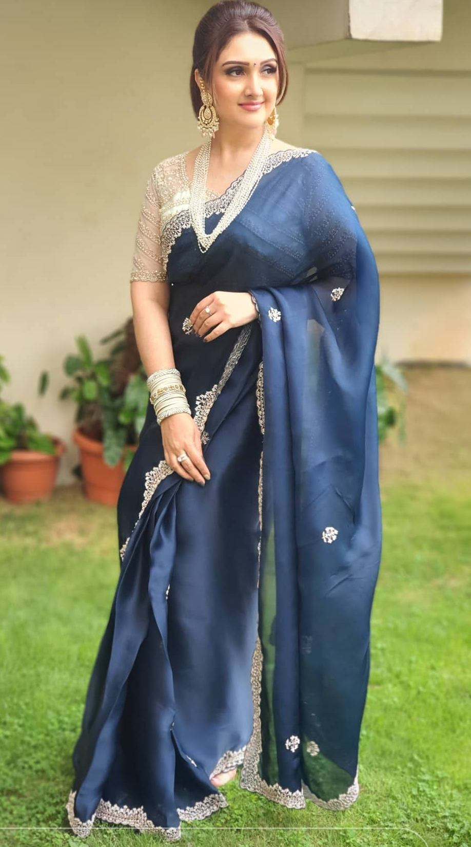 sridevi vijaykumar in a navy blue saree by Preesha for comedy stars-4