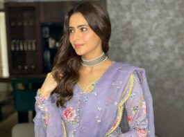 Aamna Sharif in lilac floral anarkali by Drzya for eid-2