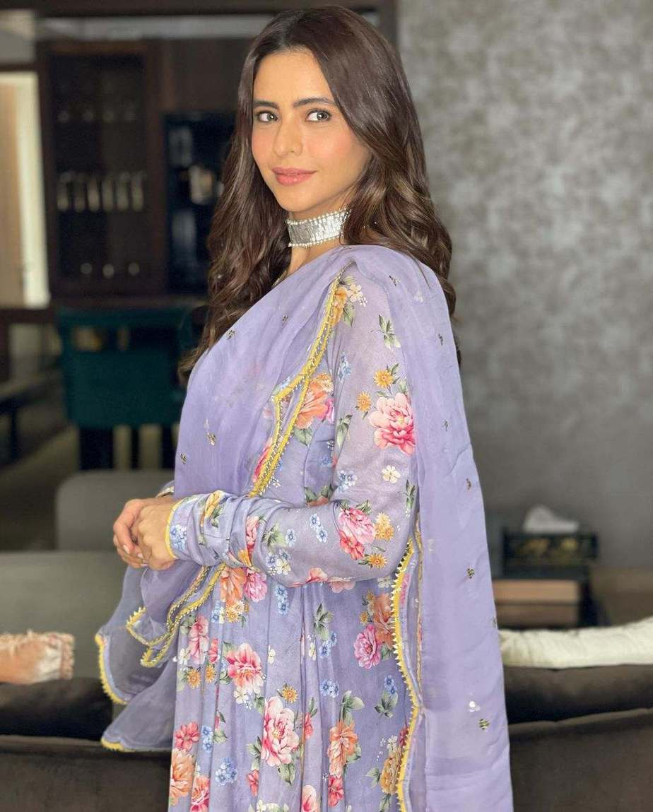 Aamna Sharif in lilac floral anarkali by Drzya for eid-3