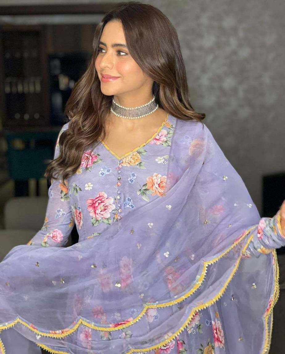 Aamna Sharif in lilac floral anarkali by Drzya for eid-4