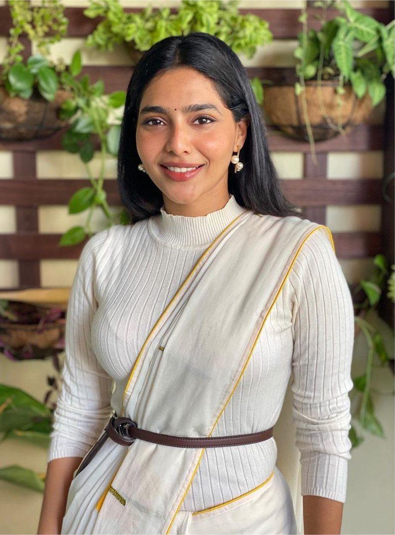 Aishwarya Lekshmi in an off white saree by rouka-1