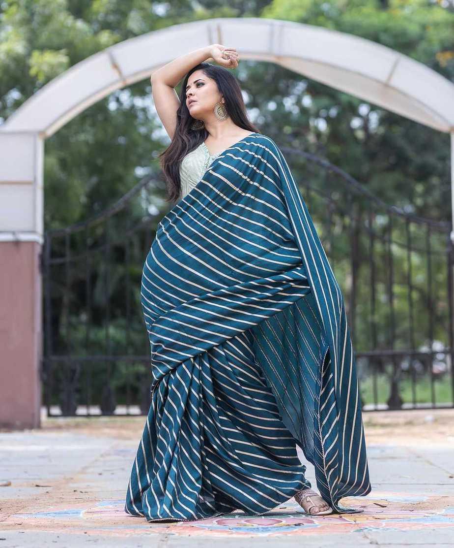 Anasuya Bharadwaj in navy blue saree by Vaasavi couture for Jabardasth-1